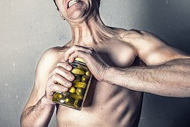 Lák na okurky bez éček, zato se sacharínem
