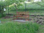 Máme novou lavičku pod ořechem
