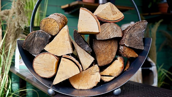 4 důvody, proč byste i vy měli na vytápění používat palivové dřevo
